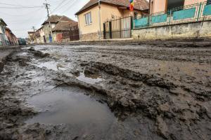 Aproape o treime din drumurile Romaniei sunt pietruite si de pamant