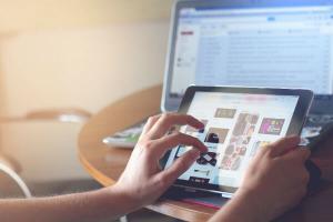 Trei sferturi dintre gospodariile din Romania au acces la reteaua de internet
