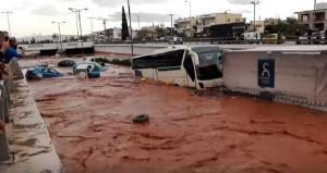 Zone turistice din Grecia, inundate. Ce se intampla cu vacantele romanilor