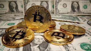 Investitii in Bitcoin sau la bursa? Unde ai sanse mai mari de castig