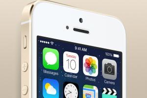 Mai aveti pe acasa iPhone-uri vechi? Se vand chiar si cu 25.000 de Dolari la licitatii pe internet!