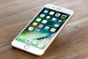 Durata medie de viata a unui iPhone este de 4 ani si 3 luni. Apple si-a cerut scuze