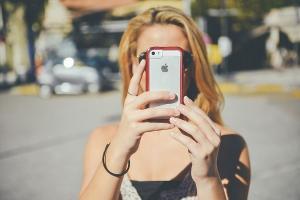 Apple amendata pentru ca si-a sabotat deliberat modelele mai vechi de iPhone, pentru a stimula vanzarea noilor modele