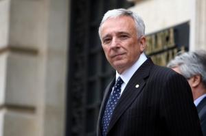 Isarescu recunoaste ca BNR a intervenit pentru a opri deprecierea leului. Pe 12 februarie, va explica asta si Parlamentului