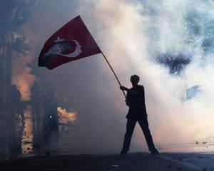 Premierul Turciei, contrazis public de catre presedintele tarii