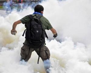 Zeci de raniti si sute de arestati, in ciocnirile violente din Istanbul