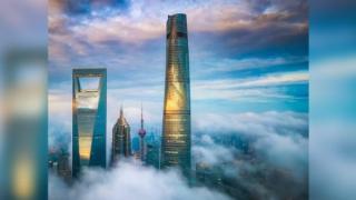 Cel mai inalt hotel din lume, tocmai si-a deschis portile pentru turisti, in China