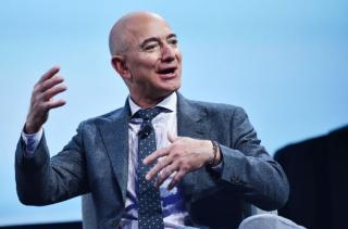 Jeff Bezos a redevenit cel mai bogat om de pe Pamant, dupa ce Elon Musk a pierdut peste 4 miliarde de dolari peste noapte