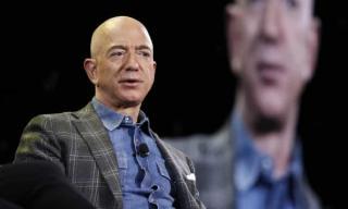 Jeff Bezos renunta la functia de CEO al Amazon. Stim deja cine ii va lua locul