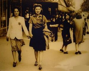 29 mai 1942: evreii din Paris sunt obligati sa poarte o stea galbena in piept