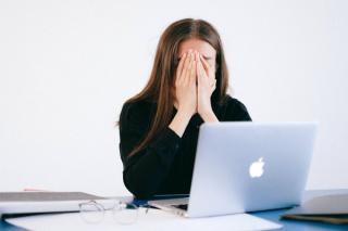 Te simti stresat la serviciu? Iata care pot fi cauzele
