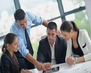 Studiu EY: Tinerii absolventi prefera sa lucreze decat sa preia afacerile familiei