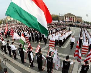 IRES: Romanii il vor pe liderul Jobbik, Gabor Vona, persona non grata