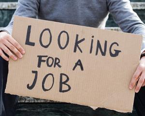 Peste 450.000 de angajati au ajuns someri din cauza platilor intarziate