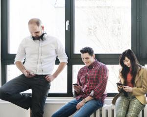 9 din 10 candidati folosesc dispozitivele mobile pentru a-si cauta de munca