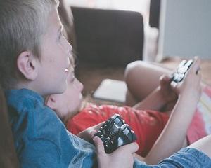 Copiii care joaca jocuri video violente devin violenti. Adevarat sau fals?