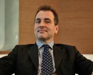 Johan Gabriels incepe sa cumpere actiuni ale bancii pe care o conduce