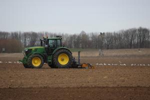 Raiffeisen Bank continua finantarea subventiilor agricole APIA