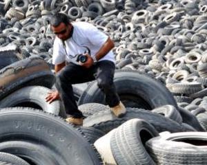 Cum arata cel mai mare cimitir de cauciucuri din lume. Se afla in Kuweit si poate fi vazut din spatiu