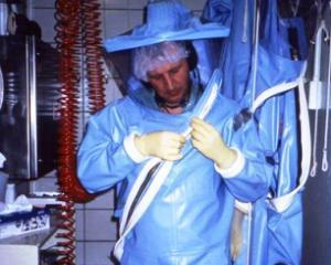 Ebola: Peste 1.900 de morti si peste 3.500 de cazuri confirmate