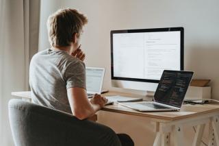 Ultimii din UE la competente digitale si la participarea angajatilor la cursurile de educatie si training
