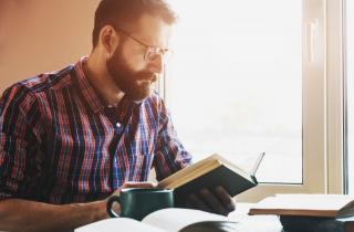 Ce lectii financiare importante putem invata din romane de fictiune celebre