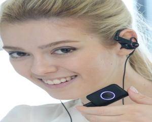LG prezinta bratara Lifeband Touch si castile Heart Rate