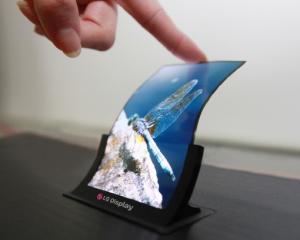 LG planuieste primul telefon cu ecran flexibil. Arata intrigant
