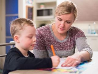 11 intrebari si raspusuri pentru parinti, in prag de nou an scolar: Cum se acorda si platesc zilele libere pentru a sta acasa cu copilul