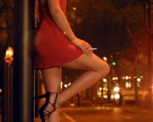Pentru LinkedIn, prostitutia nu este o profesie acceptata
