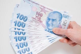 Moneda Turciei s-a prabusit dupa ce presedintele l-a concediat pe guvernatorul bancii centrale