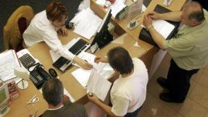 Visul romanului de astazi: Sa prinda un loc de munca la stat