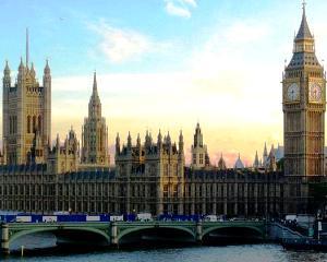 Marea Britanie: Economia a revenit la nivelul de dinainte de criza