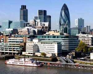 Ce mai fac romanii in Marea Britanie: Afaceri de milioane de lire sterline