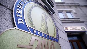 Directorul Unifarm, acuzat de DNA ca ar fi cerut mita 760.000 de euro pentru achizita de echipamente de protectie