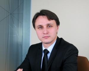 Fost inspector principal la Consiliul Concurentei, angajat de societatea de avocatura D&B David si Baias