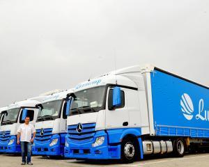 Luxorcorp a cumparat 25 de camioane Mercedes Benz