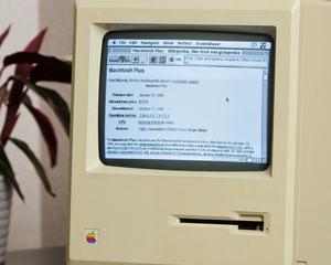 "Un calculator vechi de 27 de ani a reusit sa navigheze pe internet si sa afle ""in ce an s-a nascut"""