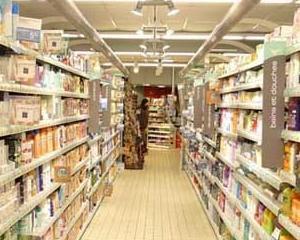 Inspectorii de la Protectia Consumatorului au retras din magazine 100.000 de litri de apa neomologata