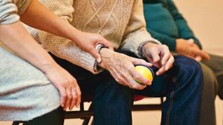 Mai mult de jumatate dintre pensionarii romani au probleme financiare si se simt exclusi din punct de vedere social