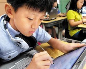 Mai multe ONG-uri cer Ministerului Educatiei sa modifice noile manuale scolare