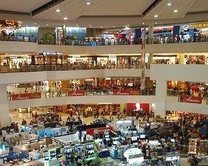 Controale in mall-uri. ANAF a publicat lista celor vizati