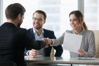 Cum sa identifici si sa angajezi cei mai buni candidati pentru afacerea ta