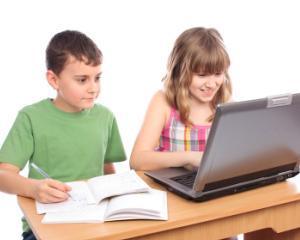 Elevii claselor I si a II-a pot descarca gratuit manualele noi, in format PDF