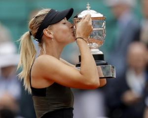 Maria Sharapova face reclama pentru un nou parfum