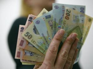 Cum sunt dusi de nas romanii cu maririle de salarii si pensii