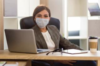 Mai trebuie purtata masca la locul de munca, in interior, acolo unde toti angajatii sunt vaccinati? Premierul il contrazice pe prefectul Capitalei