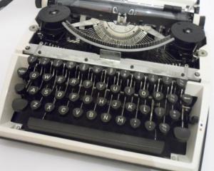 Scandalul Snowden: Rusii revin la masina de scris, pentru a-si feri secretele de americani