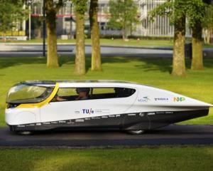 "Stella, prima masina ""de familie"" alimentata cu ajutorul unor panouri solare, va concura in competitia World Solar"