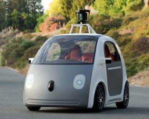 Unii dintre cei mai experimentati designeri critica masina autonoma de la Google